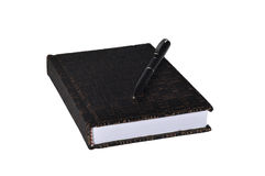 Bloc-notes en cuir d'isolement avec le stylo sur un fond blanc Photographie stock