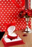 Bloc-notes en forme de coeur et cannette de tasse rouge Surprise de jour du ` s de Valentine Images libres de droits