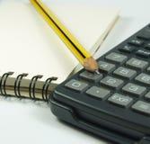 Bloc-notes et calculatrice de crayon image stock