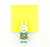Bloc-notes jaune avec l'agrafe de lapin Images stock