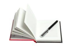 Bloc-notes ouvert avec le stylo d'isolement sur le fond blanc Image libre de droits