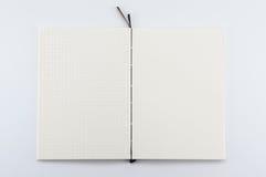 Bloc-notes ouvert sur le fond blanc Photo stock