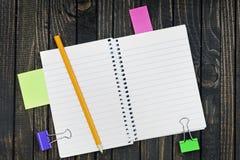 Bloc-notes sur la table photo stock