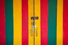 Blocage de cru et trappe colorée photographie stock