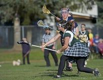 Blocage tiré par Lacrosse de filles Photographie stock