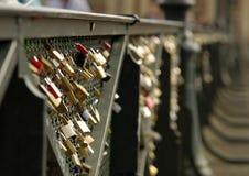 Blocages d'amour à Paris Image libre de droits