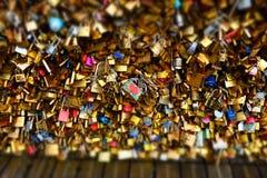 Blocages d'amour à Paris Photographie stock