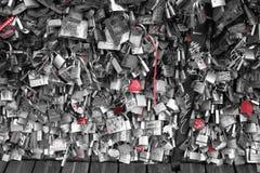 Blocages d'amour à Paris Photos libres de droits
