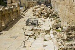 Blocaille excavée au mur du sud de l'Esplanade des mosquées à Jérusalem images libres de droits