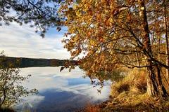 Bloccaggio di HDR di un lago in Baviera in autunno Fotografia Stock
