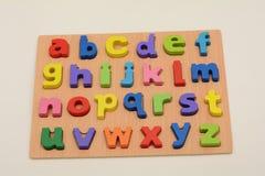 Blocchetti d'apprendimento di base dei bambini degli alfabeti Fotografia Stock