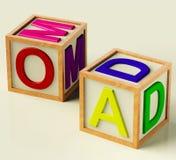 Blocchetti dei bambini che ortografano mamma e papà Fotografie Stock Libere da Diritti