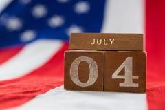 Blocchetti della data sulla bandiera americana con il tema del 4 luglio Fotografia Stock