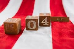 Blocchetti della data sulla bandiera americana con il tema del 4 luglio Fotografie Stock Libere da Diritti