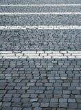 Blocchetti di pietra della plaza con linee bianche orizzontali Fotografia Stock