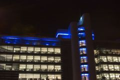 Blocchetti di ufficio alla notte, centro urbano di Leeds, West Yorkshire, Engla Fotografia Stock Libera da Diritti