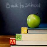 Blocchetti e mela di ABC Fotografia Stock