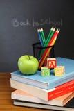 Blocchetti e mela di ABC Fotografie Stock Libere da Diritti