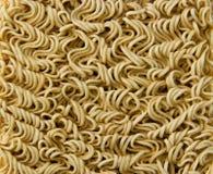 Blocchetto asiatico di ramen dell'istante isolato su fondo bianco fotografia stock