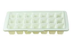 Blocchetto del vassoio di ghiaccio su fondo bianco Fotografie Stock Libere da Diritti