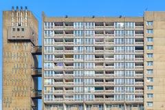 Blocchetto dilapidato dell'alloggio della casa popolare, torre di Balfron Fotografie Stock Libere da Diritti