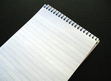 Blocchetto per appunti in bianco. Fotografia Stock