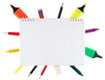 Blocchetto per appunti con gli oggetti stazionari Fotografia Stock Libera da Diritti