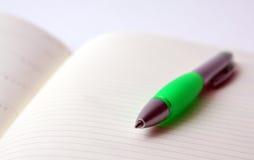 Blocchetto per appunti con la penna Fotografia Stock