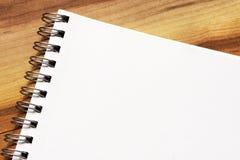 Blocchetto per appunti della pagina in bianco Immagine Stock