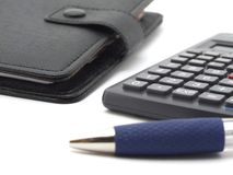 Blocchetto per appunti e calcolatore fotografia stock
