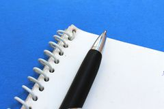 Blocchetto per appunti e penna Fotografia Stock