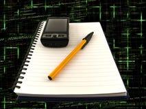 Blocchetto per appunti e penna del telefono mobile sul codice di programmazione Fotografia Stock Libera da Diritti