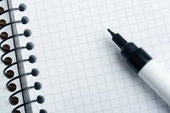 Blocchetto per appunti ed indicatore Immagini Stock Libere da Diritti