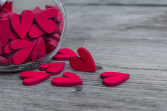Blocchi cardiaci rossi in bottiglia di vetro e blocchi Fotografie Stock Libere da Diritti