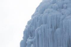 Blocchi congelati di stalattiti dei ghiaccioli del ghiaccio Fotografia Stock