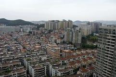 Blocchi di case residenziali di ciao-aumento e a pochi piani in Cina regionale Fotografia Stock Libera da Diritti