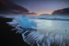 Blocchi di ghiaccio alla spiaggia del diamante Fotografia Stock Libera da Diritti