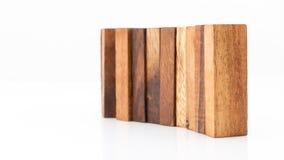 Blocchi di legno isolati su fondo bianco Immagine Stock