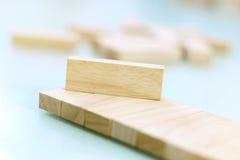 Blocchi di legno sistemati in un ordine Fotografie Stock