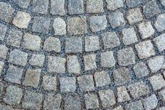 Blocchi di pietra da una grande pietra risieduta in un cerchio fotografia stock