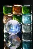 Blocchi di vetro e globo colorati Fotografia Stock Libera da Diritti