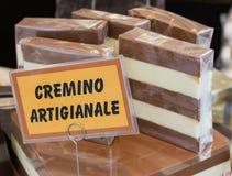 Blocchi dolci di Cremino: Cioccolato italiano tipico con Gianduja fotografie stock