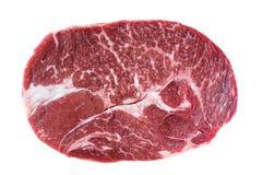 Blocchi la bistecca nel mandrino di manzo cruda fresca isolata su fondo bianco Immagini Stock Libere da Diritti