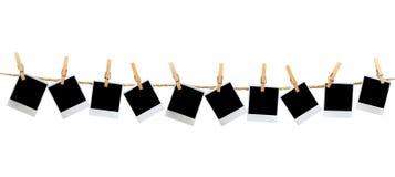 Blocchi per grafici in bianco del Polaroid di Mutiple che appendono da Clothesp Fotografie Stock Libere da Diritti