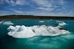Blocco di ghiaccio in acqua Immagini Stock Libere da Diritti