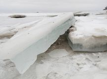 Blocco di ghiaccio sporco in Mar Baltico Fotografia Stock Libera da Diritti