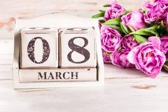 Blocco di legno con la data di Giornata internazionale della donna, l'8 marzo Fotografia Stock Libera da Diritti