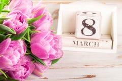 Blocco di legno con la data di Giornata internazionale della donna, l'8 marzo Immagini Stock Libere da Diritti