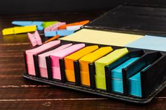Blocco multicolore di Post-it Fotografia Stock