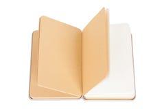 Blocco note con le pagine aperte su fondo bianco Immagine Stock Libera da Diritti